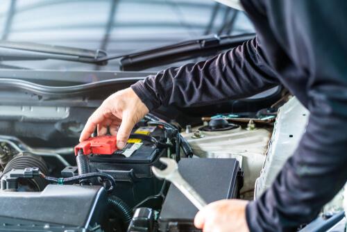 מדריך לצרכן: מתי כדאי להחליף מצבר לרכב ומה חשוב לבדוק בתהליך
